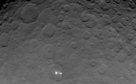 Dawn получила наилучший снимок таинственных пятен на Церере
