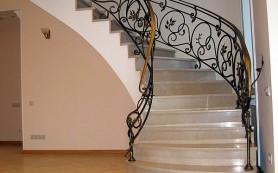 Выбираем перила для домашней лестницы