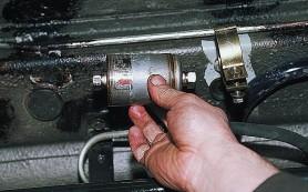 Как произвести замену топливного фильтра?