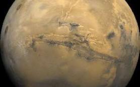 Всего миллион лет назад по склонам марсианского кратера текли потоки воды