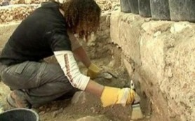 Российские археологи обнаружили редчайшую подвеску с личным знаком Рюриковичей