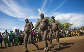 Большой живот — преимущество в выборе невесты. Необычный обряд в эфиопском племени Омо