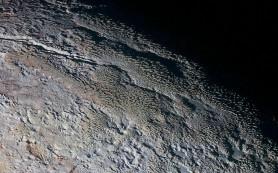 Загадочный снимок со «змеиной кожей» и другие снимки Плутона от зонда НАСА