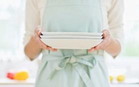 Употребление еды из тарелок меньшего размера помогает уменьшить вероятность переедания
