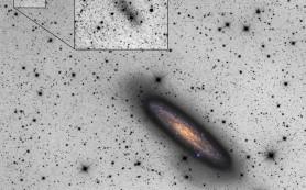 Космические Давид и Голиаф: карликовая галактика разрывает галактику-гиганта
