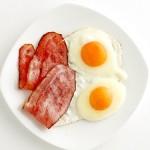 Употребление продуктов, богатых холестерином, не всегда ведет к болезням сердца