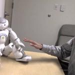 Роботы смутили людей просьбами потрогать себя
