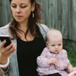 Играя с детьми, не смотрите в потолок (или в телефон)