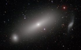 Ученые измерили массу черной дыры, которая в 660 миллионов раз массивнее Солнца
