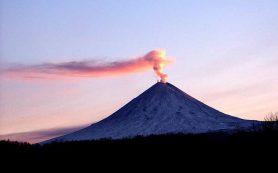 Вулкан Ключевской на Камчатке выбросил столб пепла на высоту 7 км