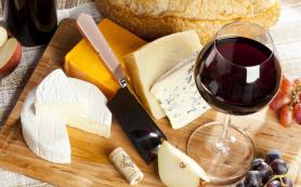 Ученые выяснили, как сыр влияет на вкус вина
