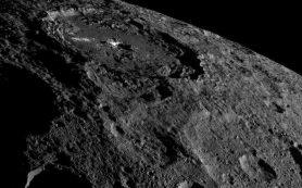 Космический аппарат Dawn делает новые снимки Цереры с более высокой орбиты