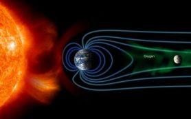 Луну периодически бомбардируют ионы кислорода из атмосферы Земли, открыли ученые