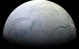 В океане Энцелада нашли геологические условия для возникновения жизни