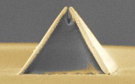 Золотая пирамида помогла обойти дифракционный предел микроскопии