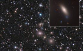 «Хаббл» обнаруживает близлежащую древнюю галактику, остановившуюся в развитии