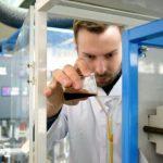 Сотрудники ИК СО РАН получили экологически чистое топливо с помощью добавки из растительных отходов