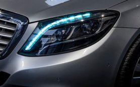 Беспилотным автомобилям предложили общаться с пешеходами бирюзовыми сигналами