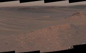 Марсоход Curiosity отбирает и анализирует первый образец глинистого грунта