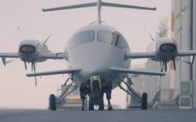 Четвероногий гидравлический робот отбуксировал самолет