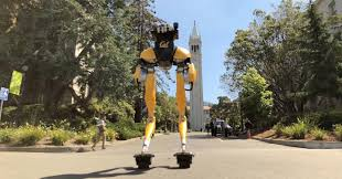 Двуногого робота поставили на гироролики