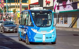 Спрятанные органы управления не дали беспилотному автобусу избежать аварии