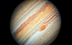 Снимок: Новый вид Юпитера от «Хаббла» поможет понять уменьшение размеров БКП
