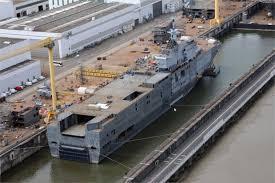 Китайцы спустили на воду свой крупнейший десантный вертолетоносный корабль-док