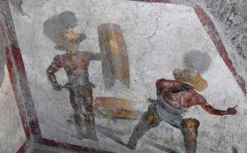 В Помпеях обнаружили фреску с изображением гладиаторов на арене