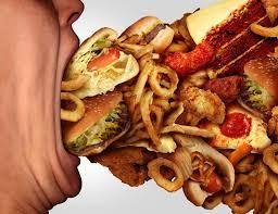 Почему после бессонной ночи тянет на вредную еду?