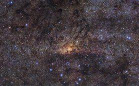 Телескоп VLT обнаруживает древнюю вспышку звездообразования в центре Галактики