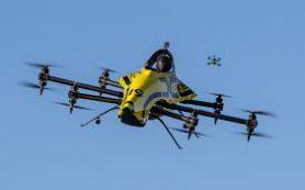 Пилотируемый дрон испытали акробатическим полетом с манекеном