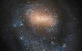 Хаббл фотографирует галактику с одной рукой