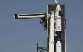 Falcon 9 с Crew Dragon установили на стартовую площадку