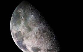 Луна может удерживать на своих полюсах миллиарды тонн льда