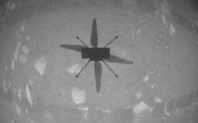 Вертолет Ingenuity успешно летает на Марсе