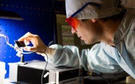 Перовскитные батарейки запитают системы «умного дома» и носимую электронику от комнатного освещения