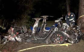 Tesla попала в смертельное ДТП. Она ехала без людей за рулем