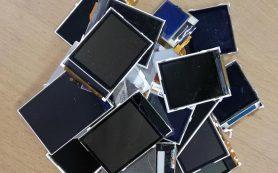 Биотехнологи нашли способ извлечь редкие металлы из экранов смартфонов
