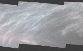 Ровер Curiosity запечатлел светящиеся облака на Марсе