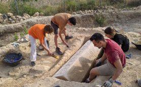 На римской вилле раскопали вестготский саркофаг с христианской символикой
