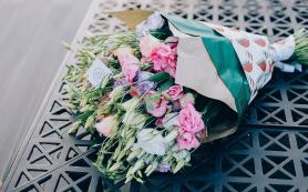 Цветы с доставкой: кому подарить?